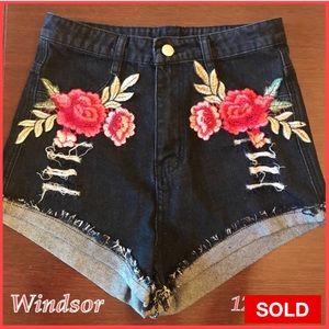 Beautiful New Windsor Distressed Shorts Sz. 12 M